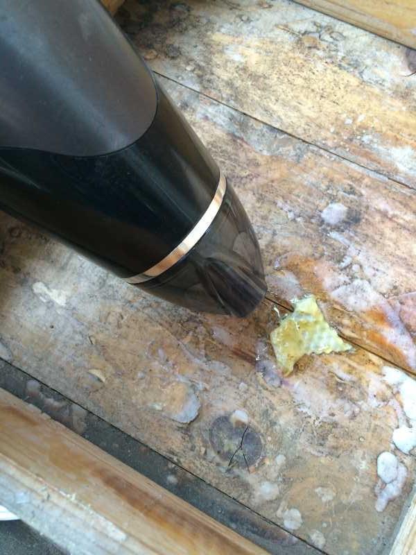 日本みつばち用の巣箱に蜜蝋を塗り、雨に濡れないように屋根を作った! (2)