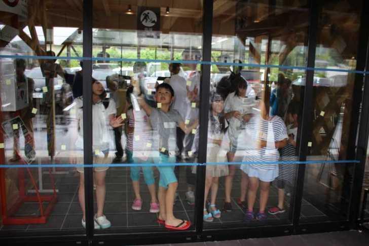 おしゃれなガラス玉を貼るワークショップで子供が大盛り上がり!【つくでまめな会】 (8)