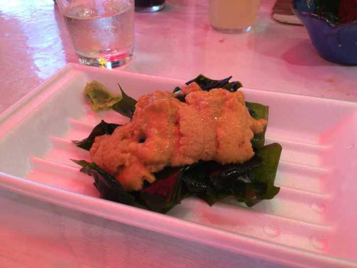 モウカの星うめー!上野アメ横の「魚草」でサメのハツ刺身と食べてみた! (6)