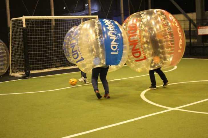 「健康維持にバブルサッカー」若者議会の医療チーム政策が新聞に取り上げられたし、バブルサッカーをやってみた! (8)
