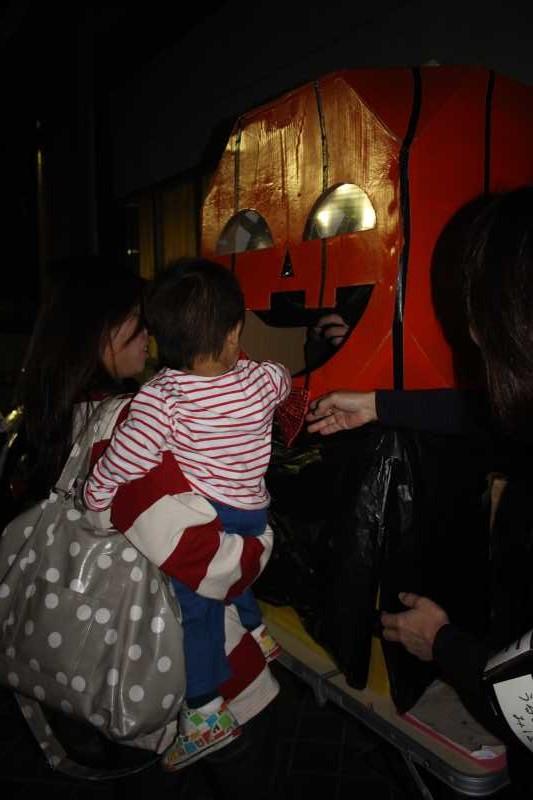 お寺でのハロウィンパーティー開催!仮装しての謎解きが色とりどりで楽しすぎる! (31)