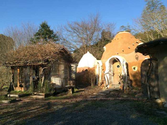 セルフビルドの面白い家が立ち並ぶ理想空間が和歌山にあった!【アースバックハウス・ストローベイルハウスetc】 (5)