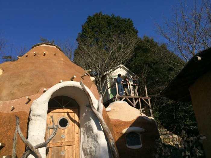セルフビルドの面白い家が立ち並ぶ理想空間が和歌山にあった!【アースバックハウス・ストローベイルハウスetc】 (27)