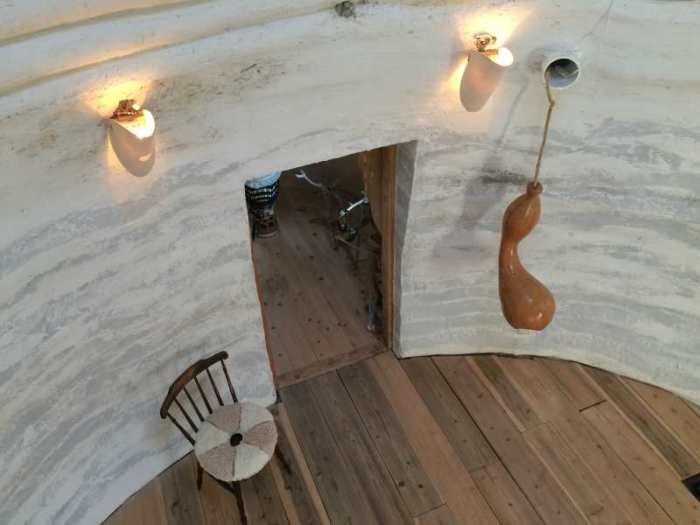 セルフビルドの面白い家が立ち並ぶ理想空間が和歌山にあった!【アースバックハウス・ストローベイルハウスetc】 (18)