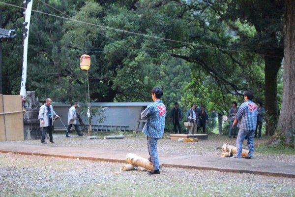 1メートルほどの竹筒に火薬を詰めて人が抱える手筒花火がすごい!【新城市川合地区祭り】 (2)