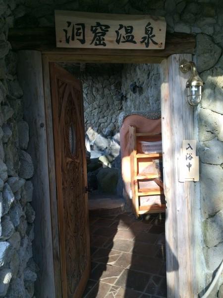 伊豆のスターヒルズのログハウスと作りかけのアースバックハウスがすごすぎた!【静岡】 (8)