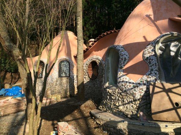 伊豆のスターヒルズのログハウスと作りかけのアースバックハウスがすごすぎた!【静岡】 (4)