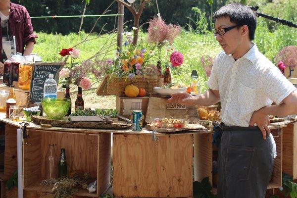 畑に素敵な空間を演出し、採れたて野菜の料理が並ぶファームキャンプパーティーが楽しすぎた! (10)