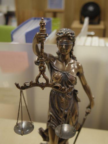 正義の女神の置物