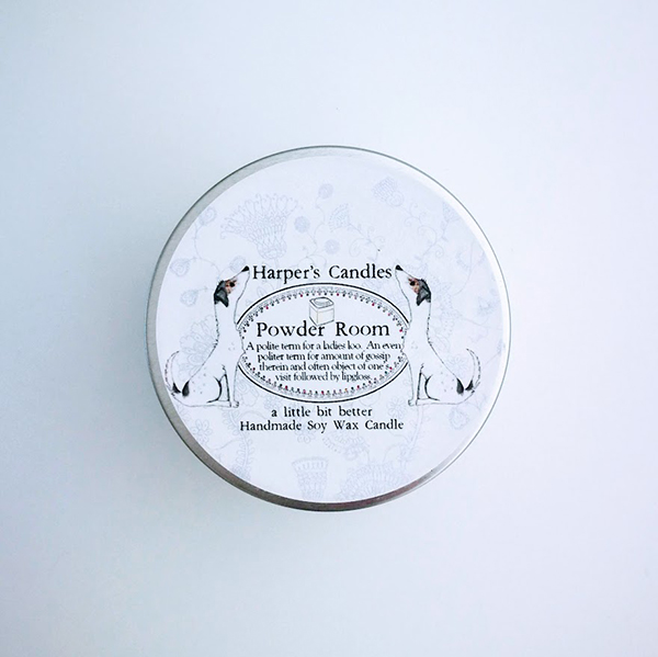 vegan geurkaars powder room van Harper's Candles