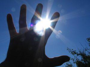 hand-in-the-sun-1553711-640x480