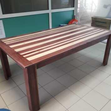 Table en bois de Guyane et palettes, - TAKARI DESIGN - Guyane - La Fabrique du Dégrad