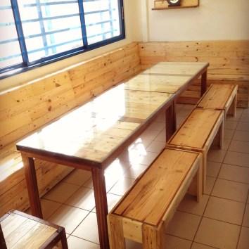 Banquette d'angle, tables et bancs en palettes - TAKARI DESIGN