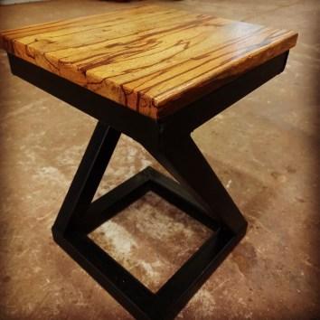 Tabouret en métal et bois serpent - TAKARI DESIGN