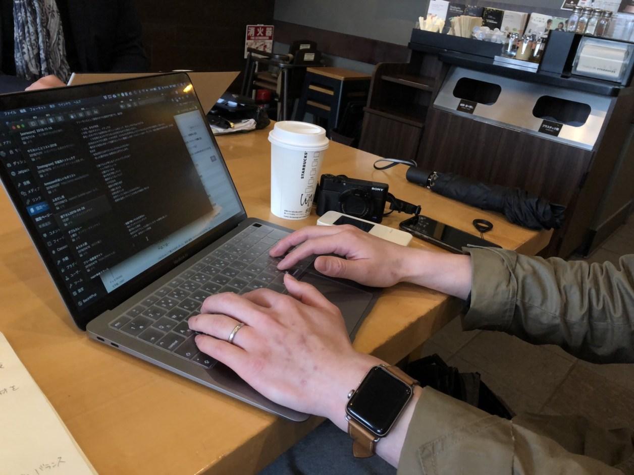 カフェでMac