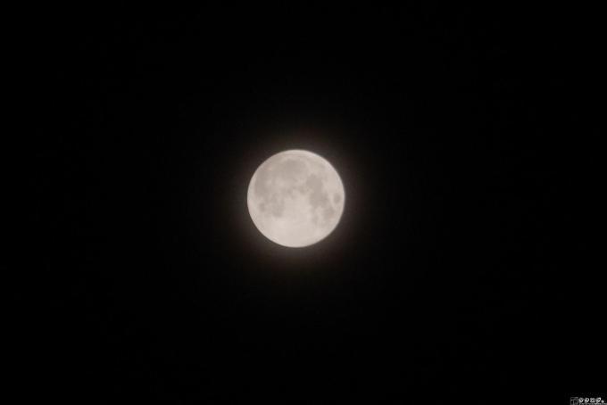 キットレンズで頑張って撮った満月