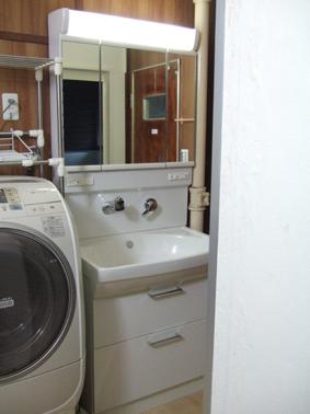 洗濯機置き場も洗面台も新しく