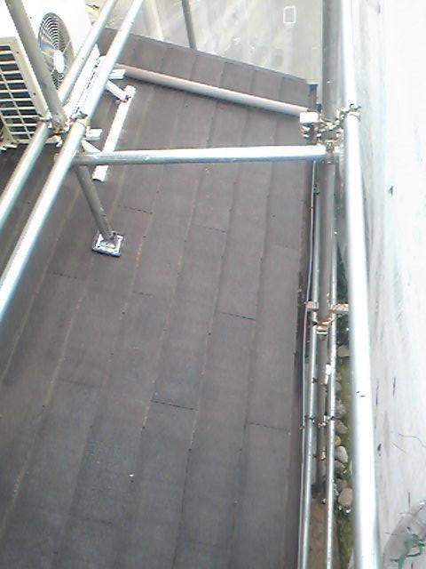 足場の上から撮影スレートの屋根