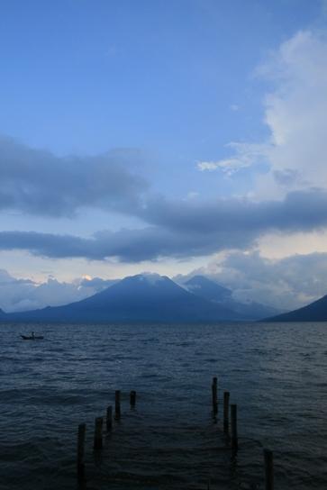 Volcano lago de atitlan