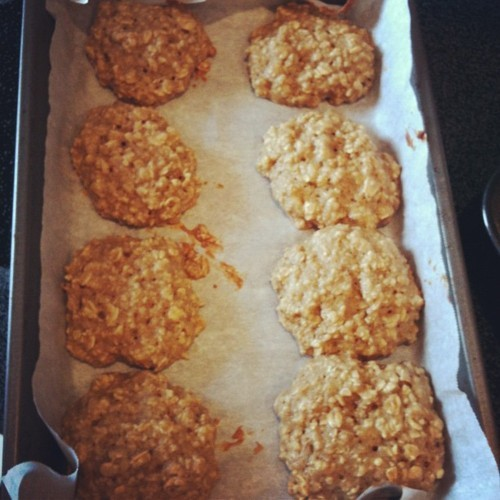 I made these low-fat, low-calorie Cinnamon Oatmeal Banana cookies, adapted from a recipe on the blog,Skinnytaste. The original recipe is a Oatmeal Banana Nut cookie, using chopped walnuts, but I opted to forgo on the nuts for an even lower fat and lower calorie version of the cookie. I also used rolled oats instead of quick oats, and I think they really enhanced the flavor and texture of the cookie. Instead of the gritty taste you can sometimes get from instant oatmeal, the rolled oats offered bigger pieces of oatmeal in every bite. They came out moist and fluffy and absolutely delicious! :)