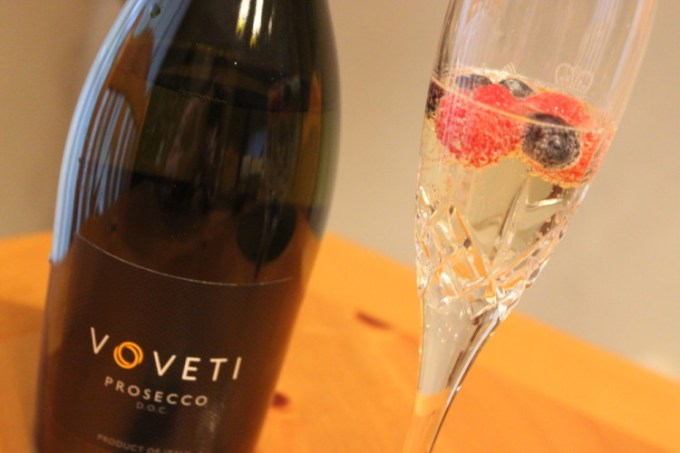 Elderflower-Spiked Prosecco —#Voveti