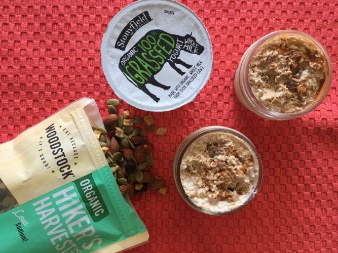 Apple Cinnamon Raisin Overnight Oats #StonyfieldBlogger