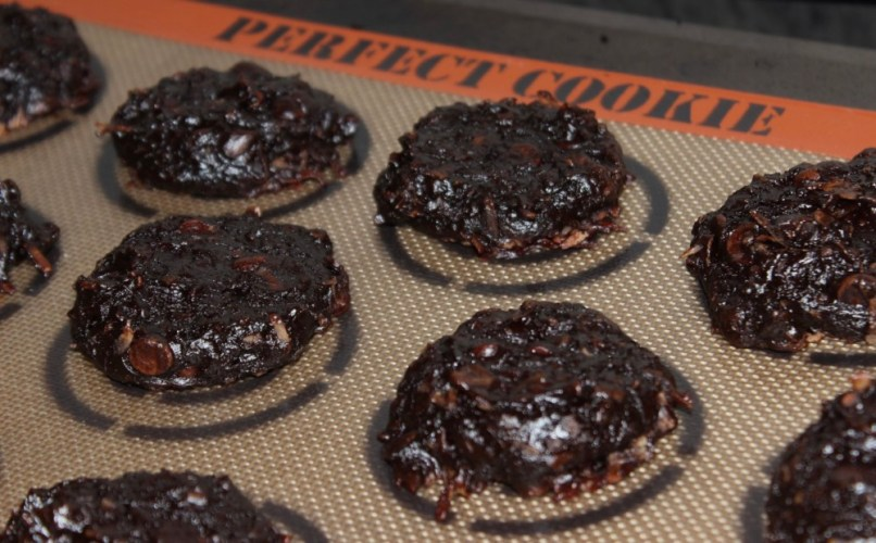 Healthy Flourless Chocolate-Coconut Avocado Cookies