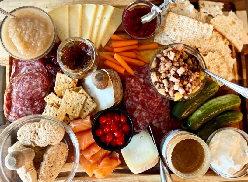 How To Build The Best Cheese and Charcuterie Board