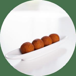 Croquetes de Novilho com maionese de caril e mel
