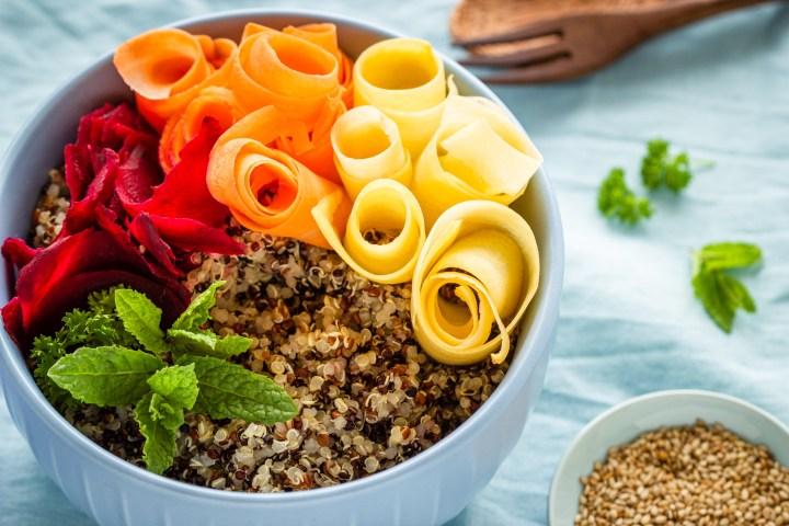 Bunte Bio-Quinoa: Pseudogetreide ohne Gluten
