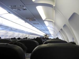 飛行機でinfant on lap…何が安全?