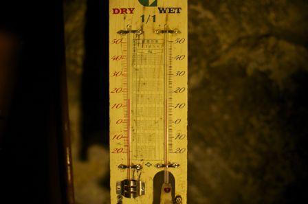 石見銀山 清水谷製錬所跡 気温計