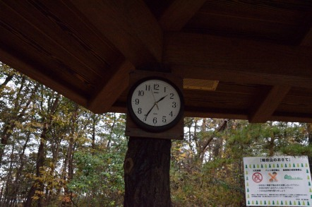 鳩吹山 西山休憩舎 時計