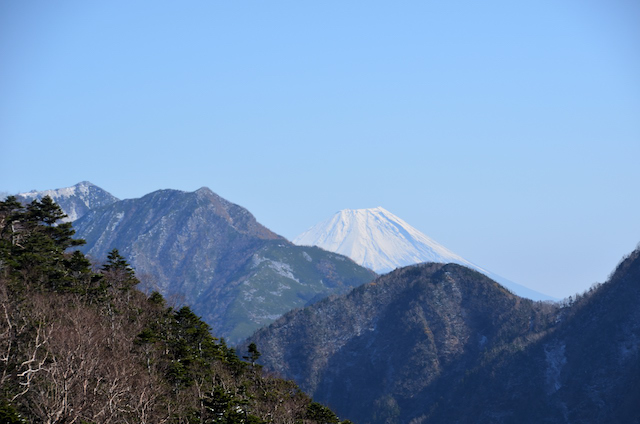 甲斐駒ヶ岳 下山 六方石〜駒津峰 富士山の眺め