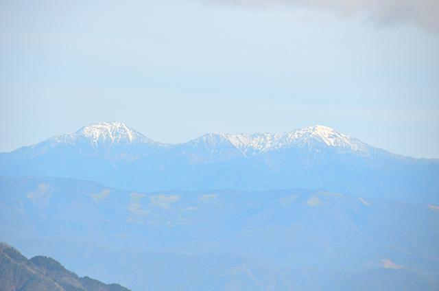 横川山 山頂 南アルプス方面 北岳〜間ノ岳〜農鳥岳