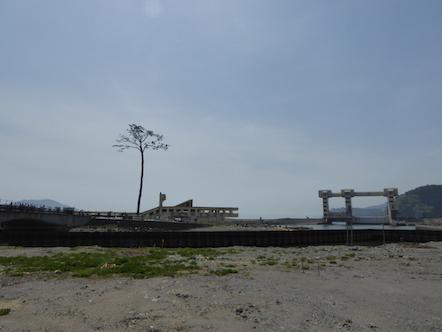 奇跡の一本松 川原川水門