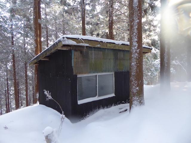 マナコ谷ルート 避難小屋