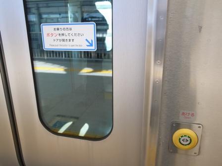電車ドアのボタン