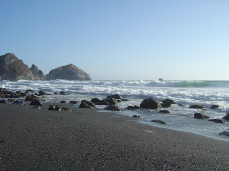 rocky beach, turnout in the big sur mountains