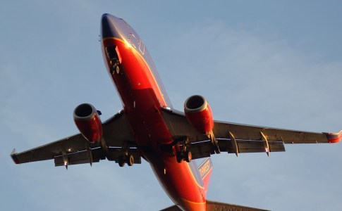 1050_15fl_planeslanding