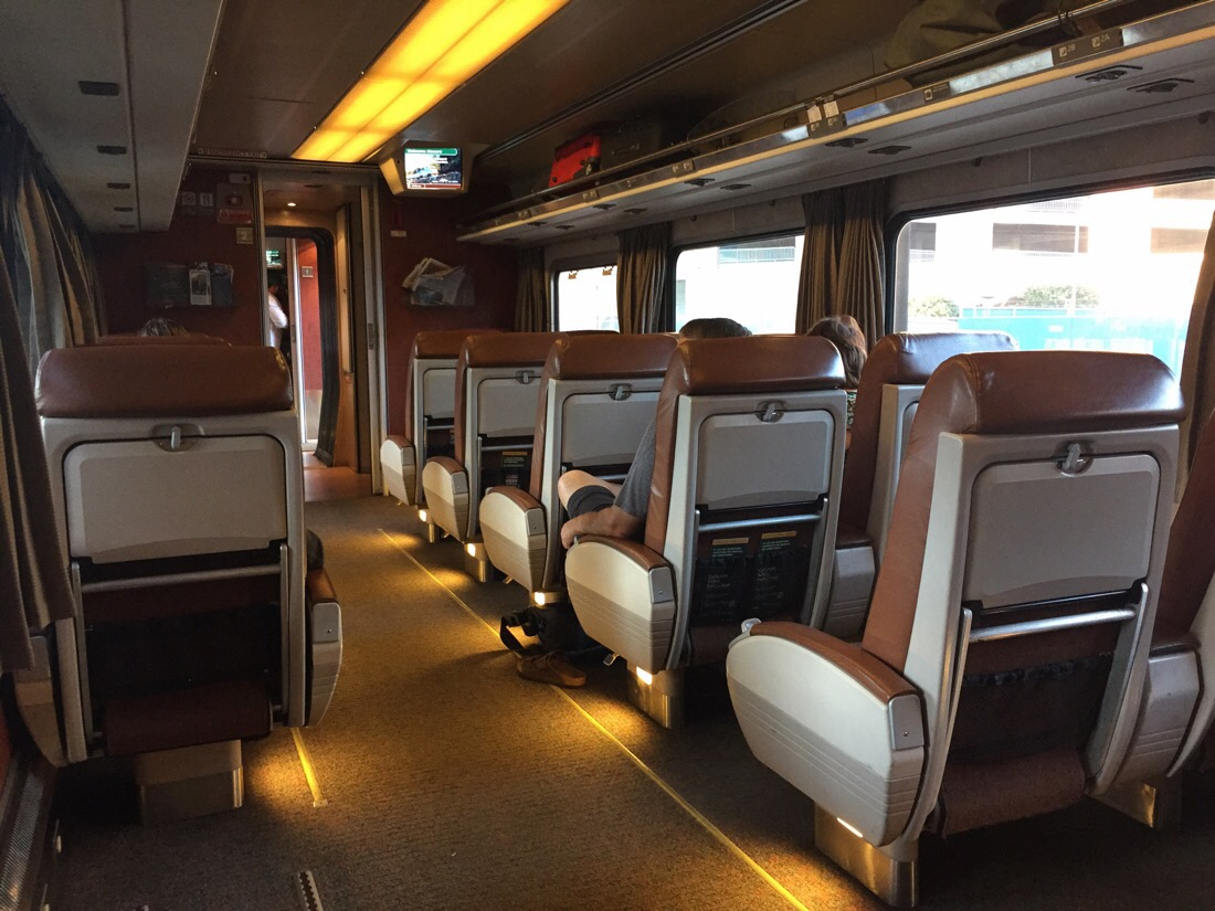 business class car on amtrak cascades train