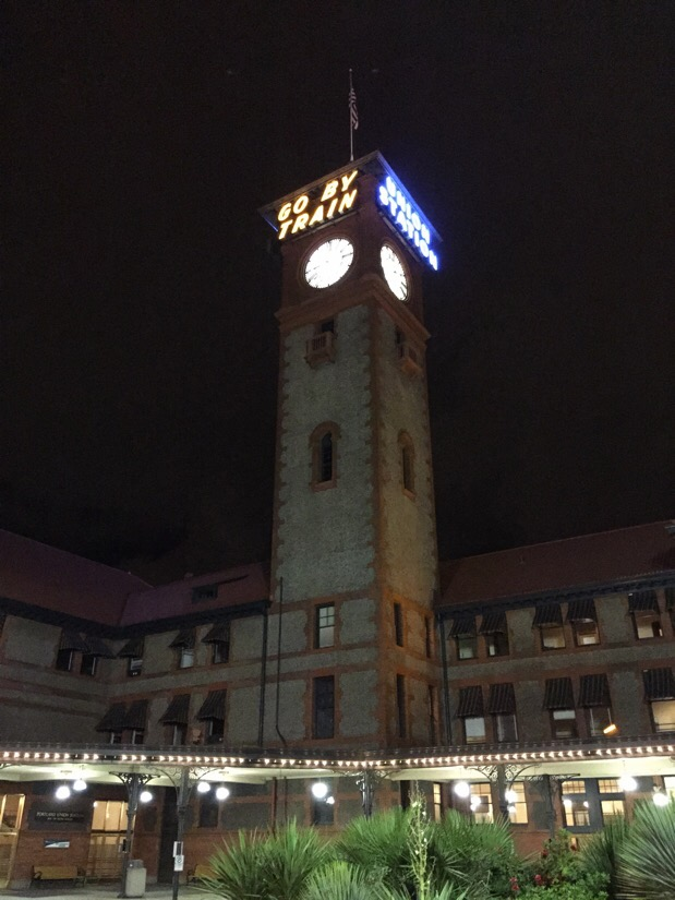 portland union station at night