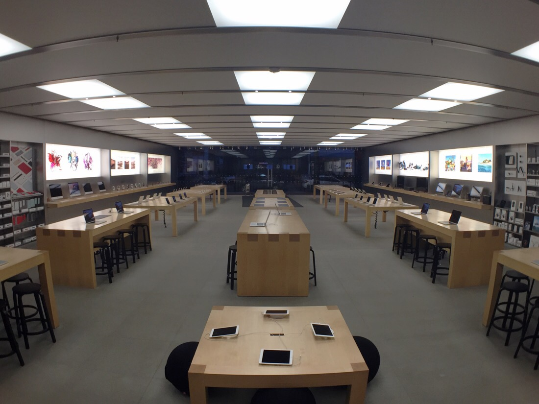 the applestore bethesda row in the early morning before the crowds arrive