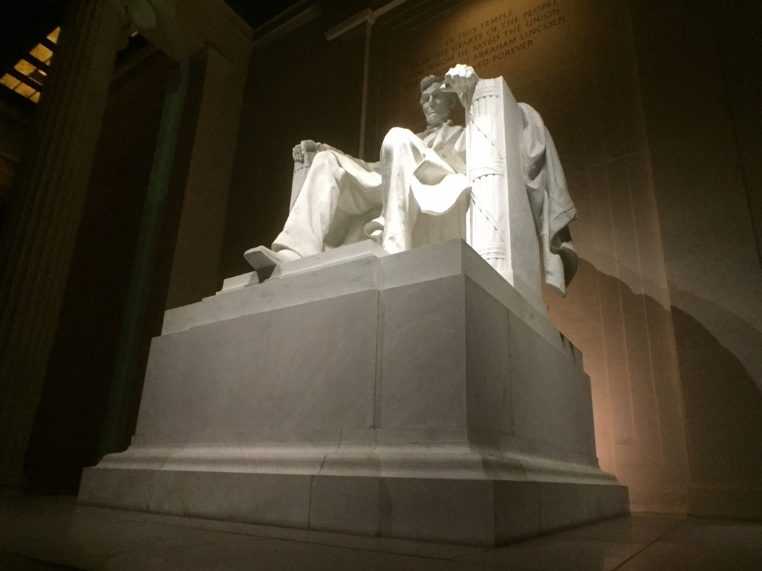 inside the Lincoln memorial in washington dc