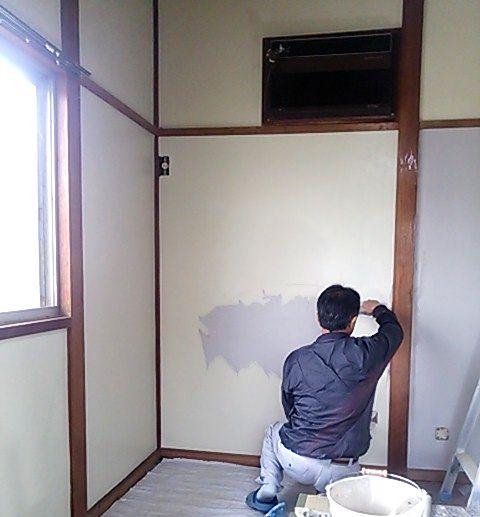 和室壁 砂壁で塗り替え中