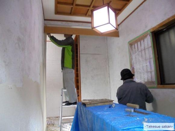 戸建て住宅 玄関古壁のはがし