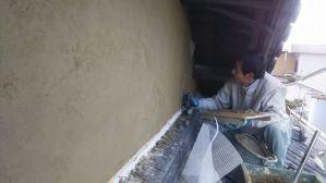 漆喰を塗る前の下時作りの中塗り