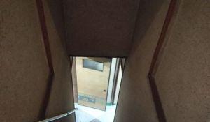 中古住宅の階段