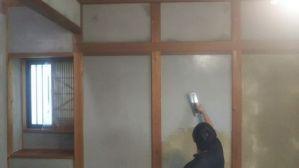 塗り壁の下地調整塗り