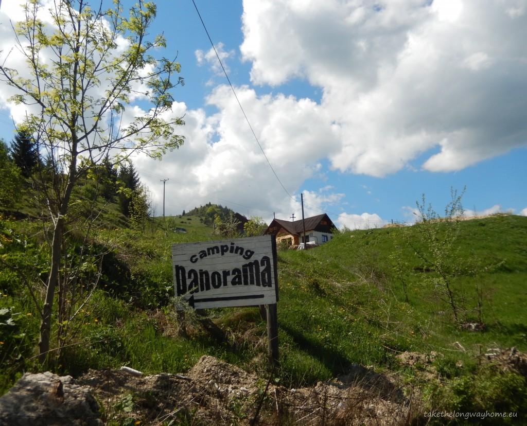 "Loc campare Panorama, strada Brașovului, nr. 219, Rucăr, județul Argeș // GPS : N 45°24'15"" E 25°11'22"" / Lat 45.404417 long 25.189389 // email : campingpanorama@hotmail.com // telefon : +40740 666 279"